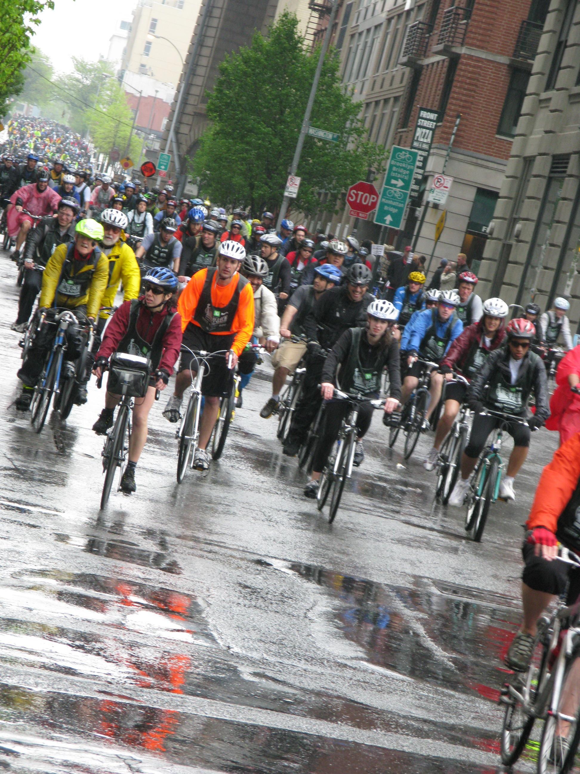 30000 Cyclistsve The Rain In New Yorks Five Boro Bike Ride