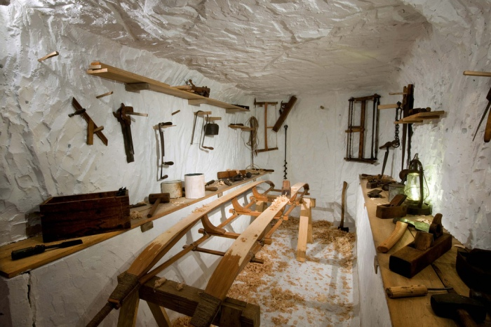 During the winter, Amundsen's men dug an extensive network of tunnels and rooms under the snow, including a bathroom and even a sauna. This life-sized re-creation shows an underground workroom in which his crew was able to work on their expedition gear away from the extreme wind and cold outside. Courtesy RBCM © AMNH/D. Finnin